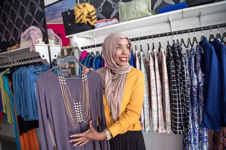 Nima Ibrahim Nur 'We kwamen zedig en toch leuk gekleed naar Somaliland, en oogstten bewondering. Nu zit hier onze chique modewinkel Simply Divine.' Beeld null