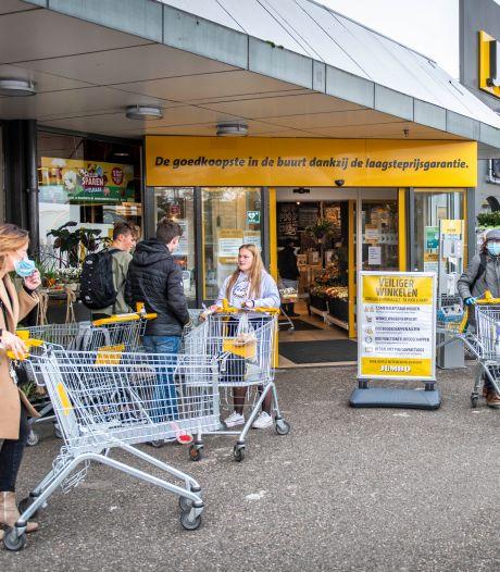 Bijna helft zonder mondkapje in supermarkt: 'Bang? Wat een rare vraag'
