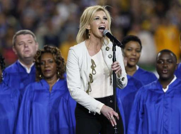 Faith Hill zong 'America The Beautiful'. Beeld UNKNOWN