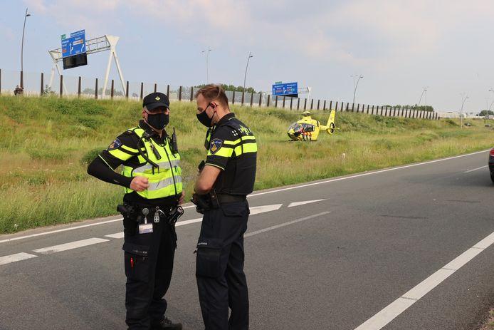 Agenten aan het werk op de Meerenakkerweg in Veldhoven.
