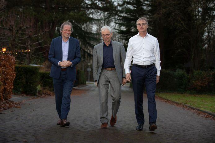 Rechts Bart Jan Binnerts (notaris), links Cees Okkerse (advocaat) en in het midden Dirjan Verdoorn (ondernemer). Zij zijn drijvende krachten achter de stichting Lelystad Airport Moet Door.
