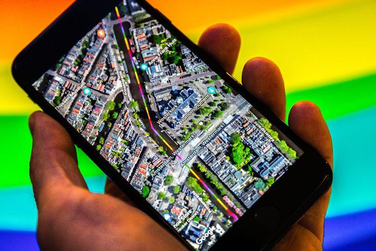 Google Maps gaf onlangs met regenboogkleuren de route van de Canal Parade in Amsterdam aan tijdens de Gay Pride 2018.