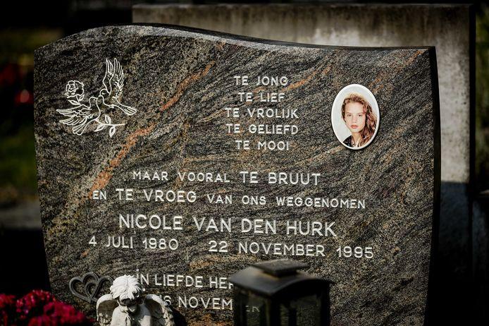Het graf van Nicole van den Hurk op Begraafplaats St. Paulus. Op 22 november 1995 werd haar lichaam gevonden.