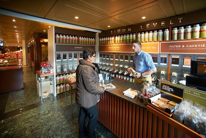 Ook de verkoop van zaken als koffie en thee hebben boekenzaak Bek niet weten te redden na de overname door Abel Slippens.
