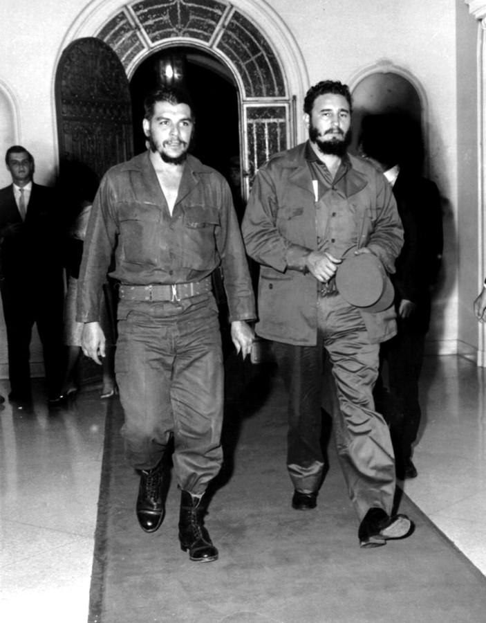 Fidel Castro (rechts) met Che Guevara