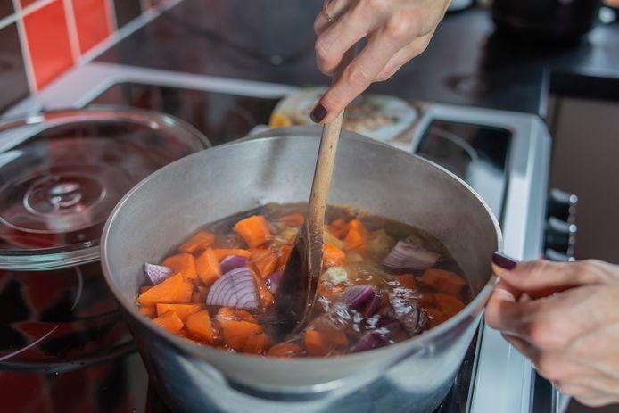 Soep maken: zo maak je restjes op en het levert ook nog eens een heerlijke maaltijd op.