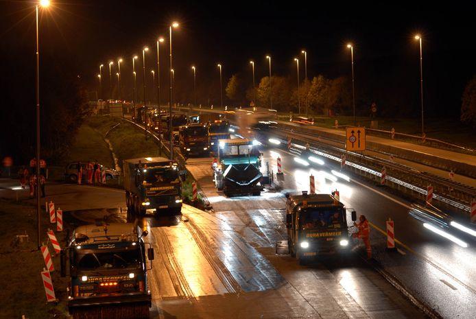 De A73, hier bij Haps in 2006, krijgt nieuw asfalt.