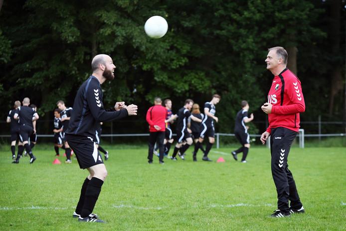Louis Roovers (rechts) als trainer van Good Luck.