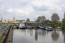 Woonschepen in de Waalhaven.