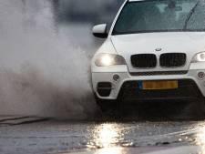 Waterslag: waarom je nooit expres door een plas moet rijden
