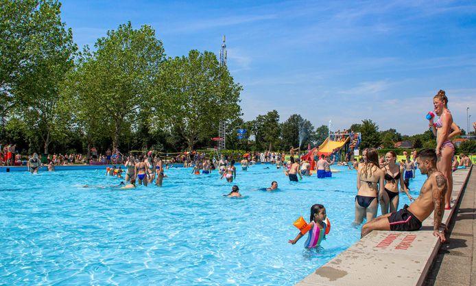 zwembad Het Sportpark is de komende week ook 's middags geopend voor het zwemmers.