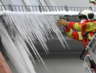 """Politie: """"Verwijder nu al ijspegels voor er gevaarlijke ongelukken gebeuren"""""""