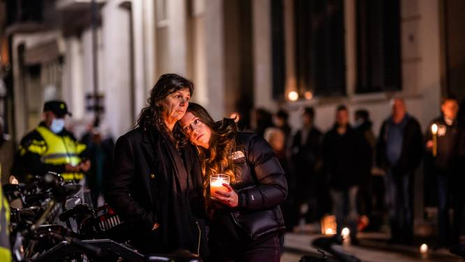 Stilte, kaarsjes en applaus: Arnhem herdenkt Jan (73) na fatale mishandeling