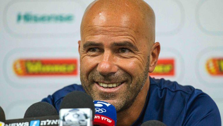Bosz tijdens een persconferentie van zijn nu nog huidige club Maccabi Tel Aviv Beeld anp