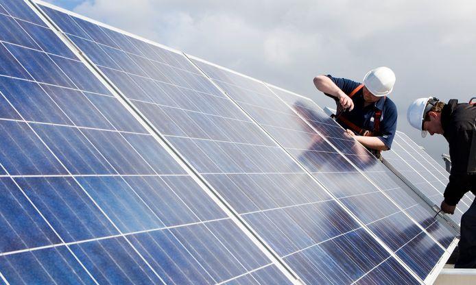 Het aandeel duurzame energie is in Nederland nog altijd lager dan in bijna alle andere EU-landen. Maar de hoeveelheid zonne-energie in ons land stijgt de laatste jaren wel snel.