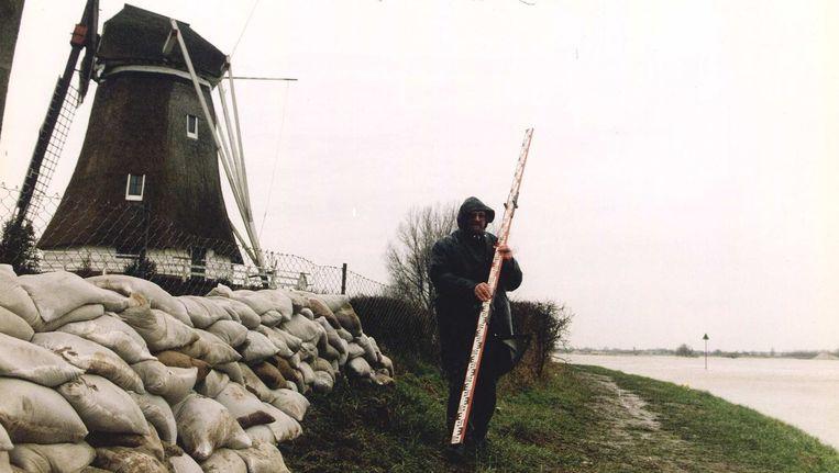 De IJssel bij Kampen. Bij hoog water kan het via de bypass het waterpeil verlaagd worden. Beeld anp