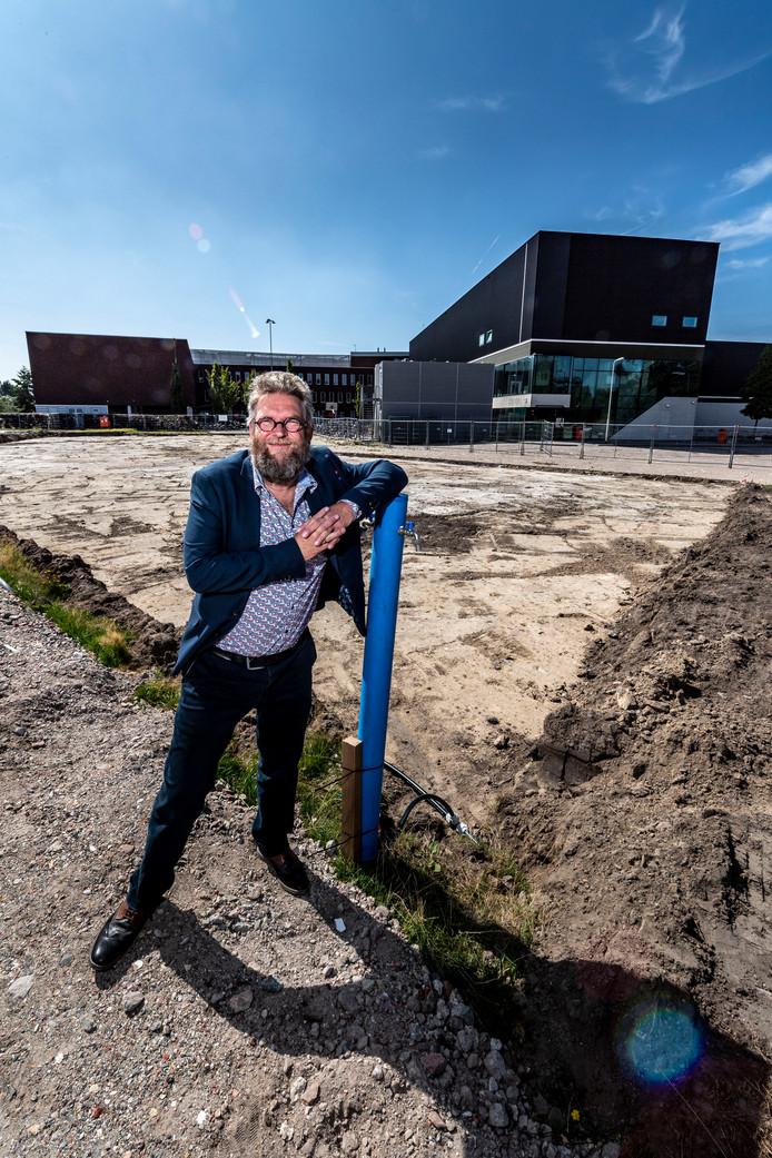 20190823 - ROOSENDAAL - Pix4Profs/Tonny Presser -  rector Charles van Wettum bij de nieuwbouw locatie.