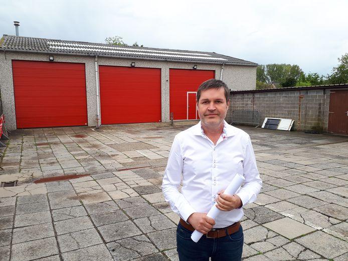De Houtemse burgemeester Tim De Knyf is blij dat de oude kazerne wordt aangepakt.