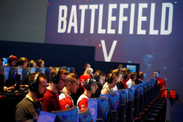 Op Gamescom komen gamers van over de hele wereld langs om de nieuwste lading games uit te proberen.  Beeld REUTERS
