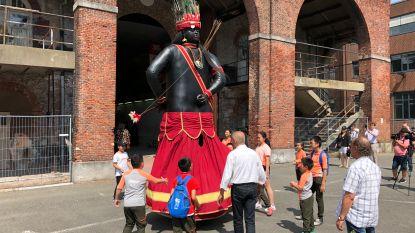 Chinese kinderen genieten van Dendermondse folklore