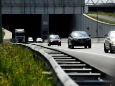 Coentunnel gesloten door ongeluk met meerdere voertuigen