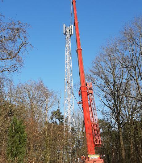 Inwoners Geesteren (gld) binnenkort goed bereikbaar: KPN plaatst mast op Sprakelberg