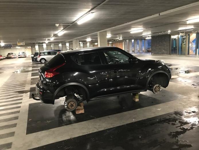 Wielen van auto gestolen in Uden.