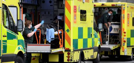 Dagelijks overlijden 1300 Britten aan corona: 'Onderschat niet hoe snel het uit de hand kan lopen'