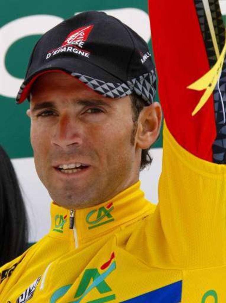De gele trui van Alejandro Valverde werd enkel in de laatste kilometer bestookt. Beeld UNKNOWN