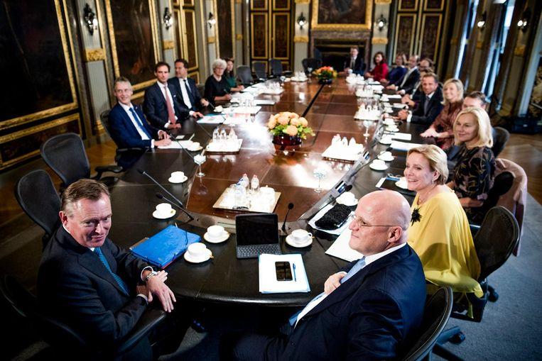 Het kabinet Rutte-III bijeen in de Trêveszaal, oktober 2017. Beeld Freek van den Bergh / de Volkskrant