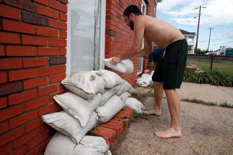 Mensen bereiden zich ook landinwaarts voor op de komst van Florence. Beeld AP