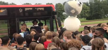 Stampvolle lijnbus van Walibi naar Harderwijk: 'Dit hebben we nog nooit meegemaakt'
