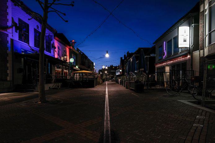 Stilte op straat tijdens de avondklok.