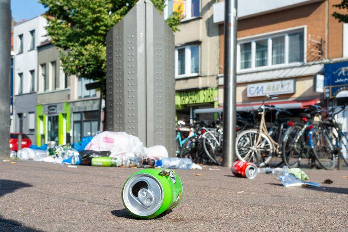 Stock. Nu de versoepelingen samenscholingen weer toelaten, zullen daar minder boetes voor uitgedeeld worden. De focus ligt nu vooral op zwerfvuil en nachtlawaai, aldus burgemeester De Wever in Wakker op Zondag.