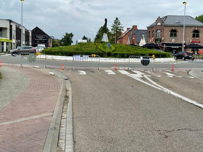 Het verkeer kan weer door van het rondpunt richting snelweg. De Steenweg op Holsbeek was de voorbije twee dagen afgesloten (foto).