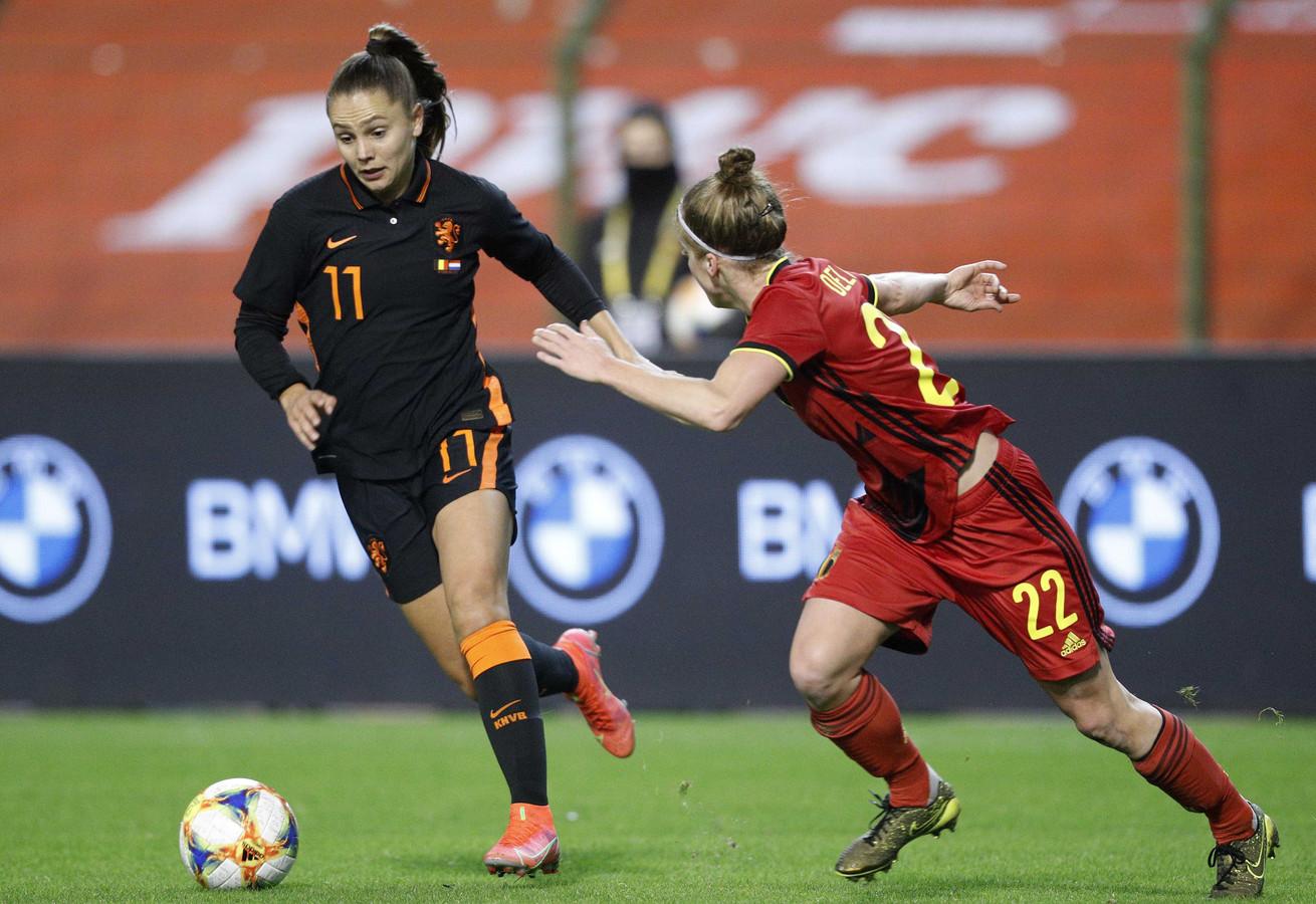 Martens (l) in actie namens Oranje.