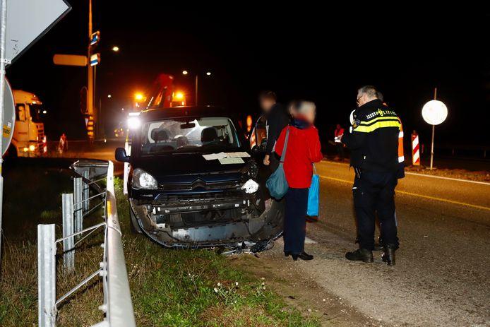 Ongeluk in Gennep. De auto is total loss geraakt.