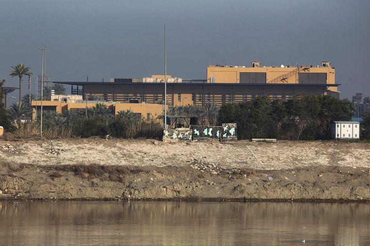 De Amerikaanse ambassade aan de oevers van de Tigris in Bagdad. Beeld AFP