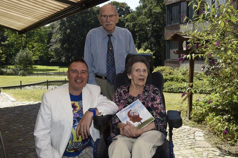 Singer-songwriter Patrick Knight met zijn mama en papa.