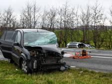 Dode en gewonde bij zwaar verkeersongeluk Hazerswoude-Dorp, weg na urenlang onderzoek weer open