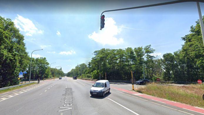 Het ongeval gebeurde aan de op-en afrit van de E313 op de Verbindingslaan in Diepenbeek.