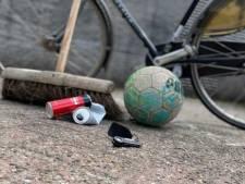 Agenten zetten fiets van hangjongeren op slot en steken sleutel in zak: 'Eerst de rommel opruimen'
