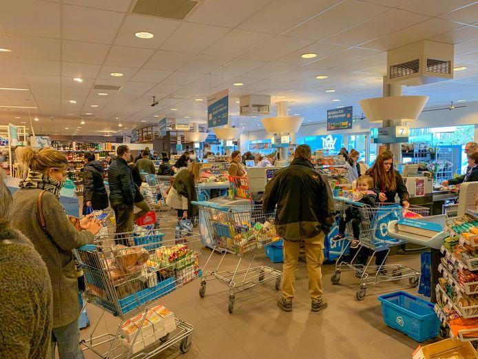 Minister Muylle wil het kortingverbod, dat de consument in deze moeilijke tijden veel dieper in de geldbeugel deed tasten, weer laten opheffen.