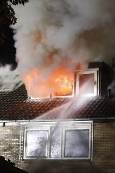 Enorme brand verwoest woningen in Epe