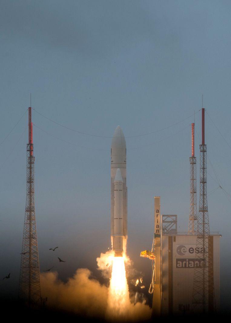 Rond 2 uur Belgische tijd meldde Arianespace uiteindelijk dat hoewel het contact tussen het grondstation in het Braziliaanse Natal en de draagraket gedurende de hele periode van de aandrijving onderbroken was, de twee satellieten wel in een baan rond de aarde zijn gebracht.  Beeld AFP