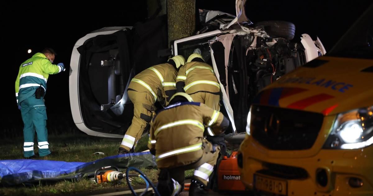 Bestuurder gewond bij ongeval in Schijndel: auto belandt tegen boom.