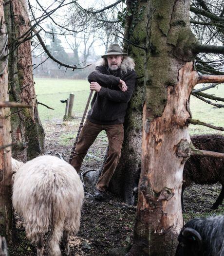 Schaapherder Roelof Kuipers gooit het roer om met  belevenisboerderij: 'Machtig mooi, toch?