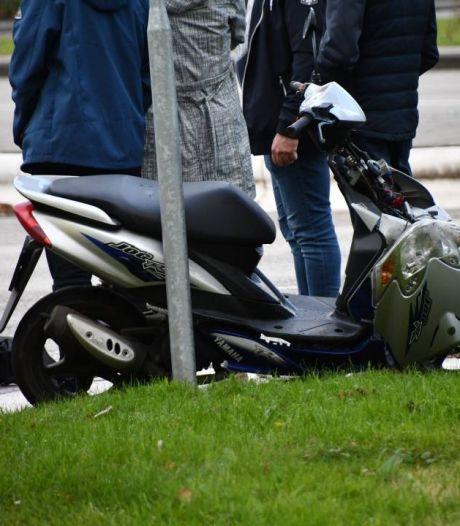 Scooterrijder met spoed naar ziekenhuis na botsing