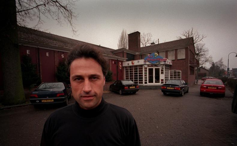John Pertijs voor zijn toenmalige discotheek Magnifique.