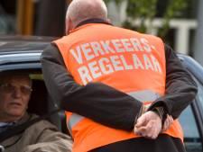 Vrijwillige verkeersregelaars in Leerdam zitten in de rats: geen budget voor kleding
